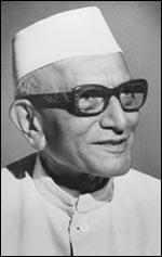 श्री मोरारजी देसाई