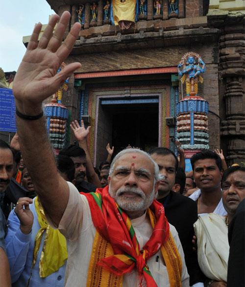 The Prime Minister, Shri Narendra Modi at the Jagannath Temple, at Puri, in Odisha on February 07, 2016.