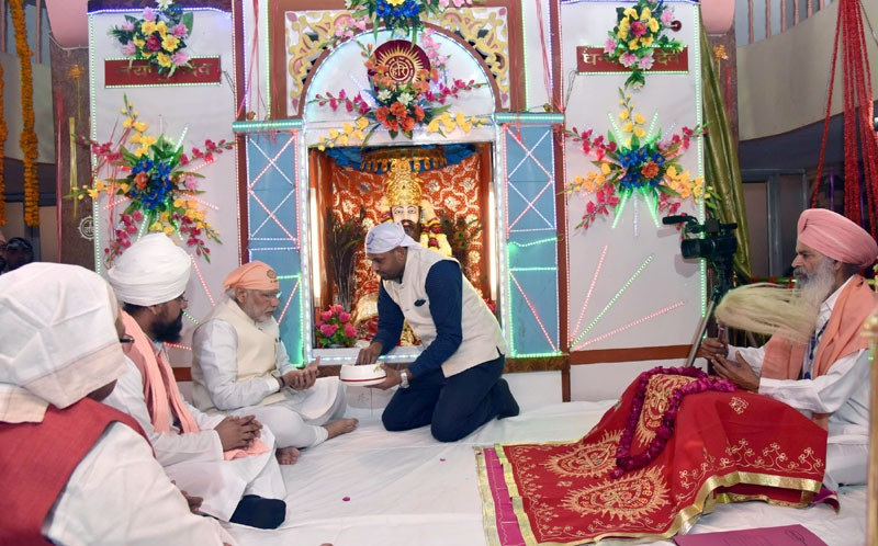 The Prime Minister, Shri Narendra Modi taking