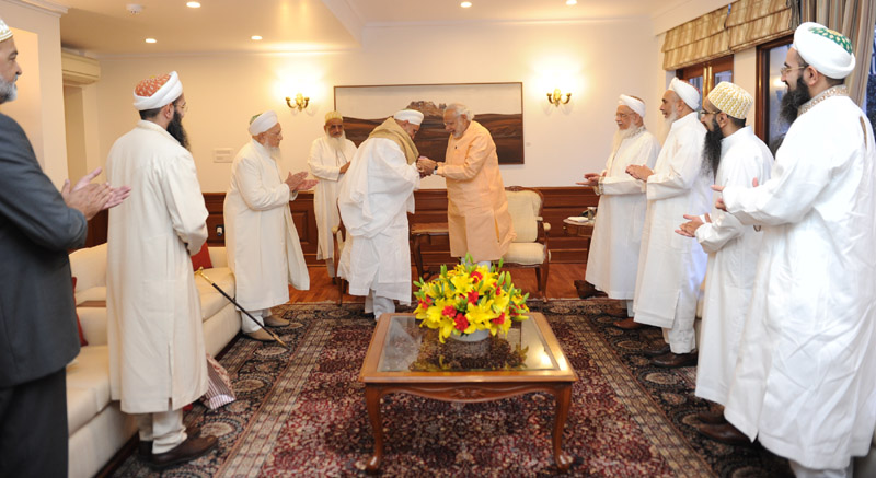 Dr. Syedna Mufaddal Saifuddin along with a delegation from the Dawoodi Bohra community calling on the Prime Minister, Shri Narendra Modi, in New Delhi on February 28, 2016.
