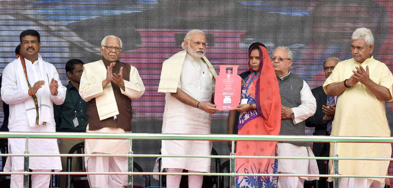 PM launches Pradhan Mantri Ujjwala Yojana at Ballia; 5 crore beneficiaries to be provided cooking gas connections
