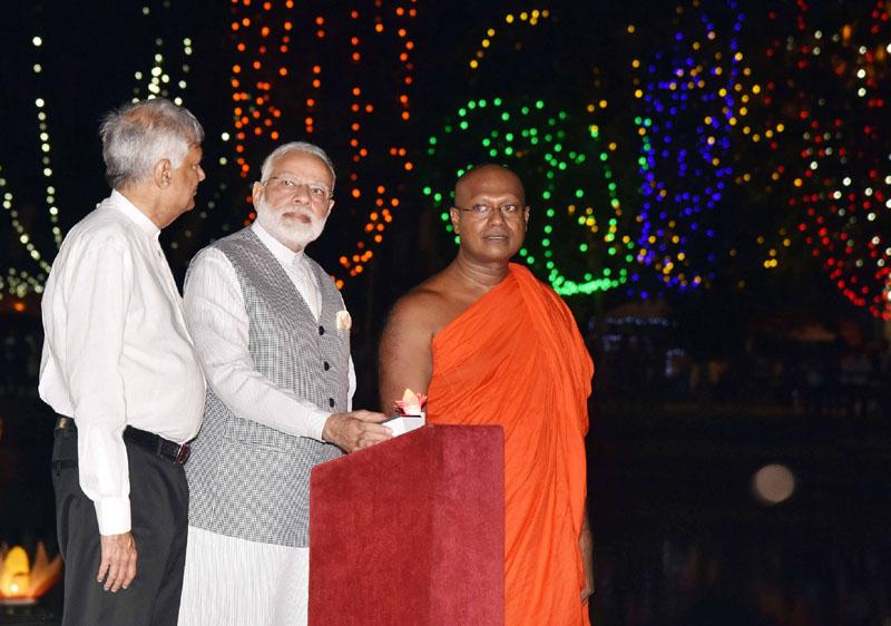 PM arrives in Colombo, visits Seema Malaka Temple
