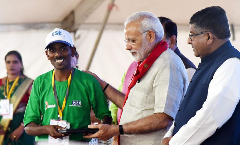 وزیر اعظم کی، گاندھی نگر، گجرات میں، آئی آئی ٹی، گاندھی نگر کو وقف کرنے اور 'پردھان منتری گرامین ڈیجیٹل ساکشرتا ابھیان اسکیم' کی لانچنگ کے موقع پر تقریر