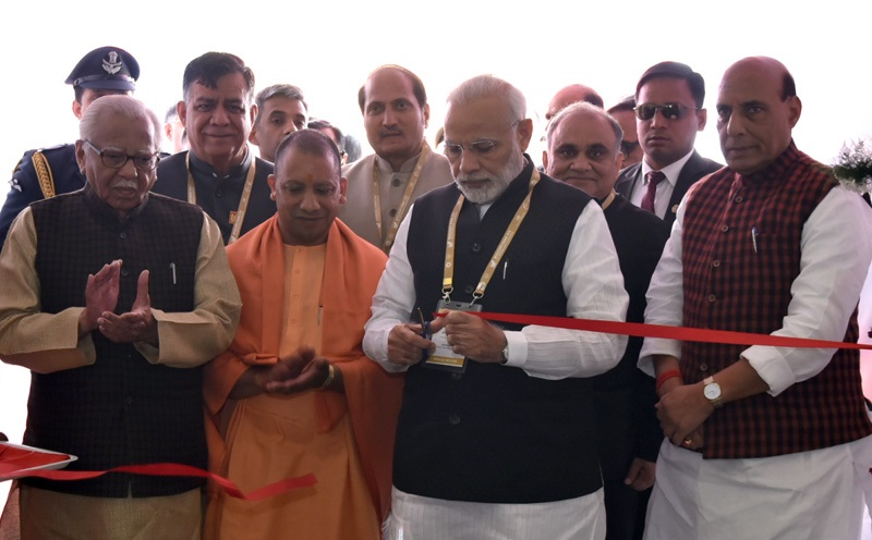 The Prime Minister, Shri Narendra Modi being welcomed by the Governor of Uttar Pradesh, Shri Ram Naik and the Chief Minister of Uttar Pradesh, Yogi Adityanath, on his arrival, in Lucknow, Uttar Pradesh on February 21, 2018.