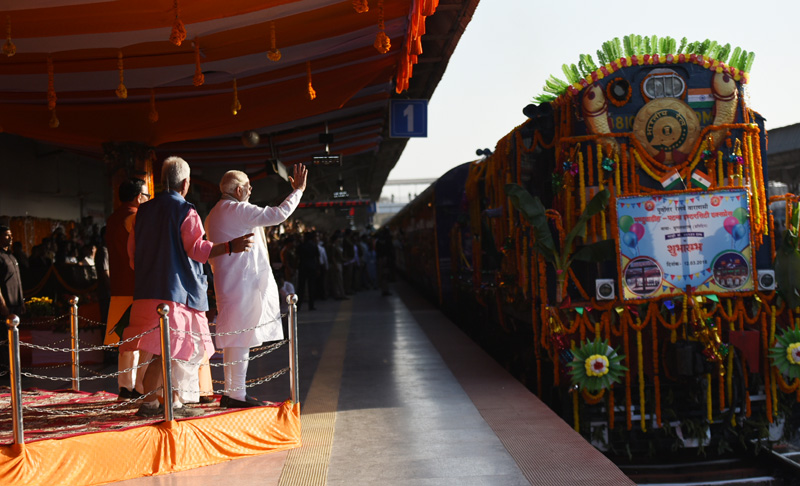 PM flags off train between Varanasi and Patna, launches various development projects, addresses public meeting in Varanasi