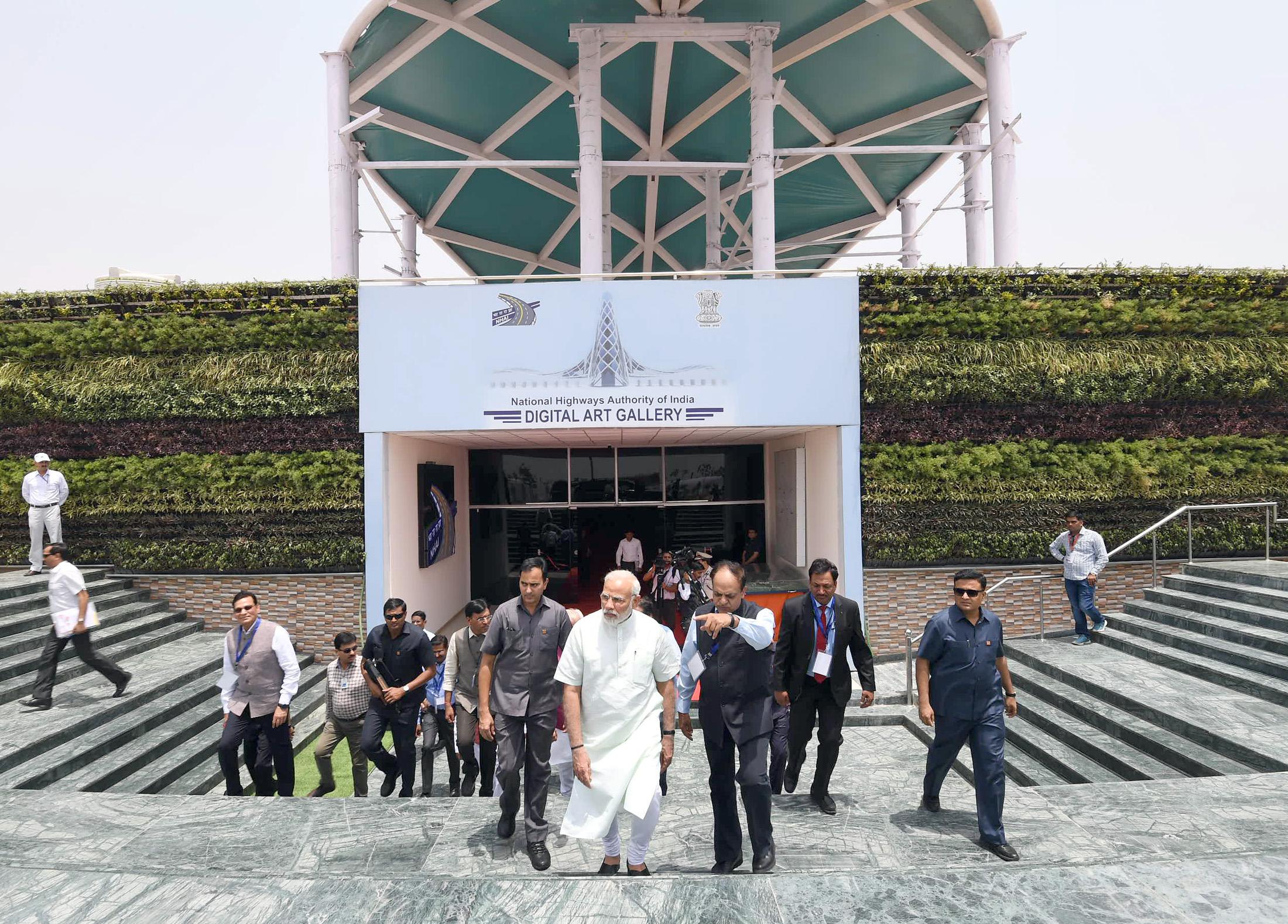 प्रधानमंत्री ने ईस्टर्न पेरिफेरल एक्सप्रेसवे एवं दिल्ली-मेरठ एक्सप्रेसवे के फेज़-1 का शुभारंभ किया