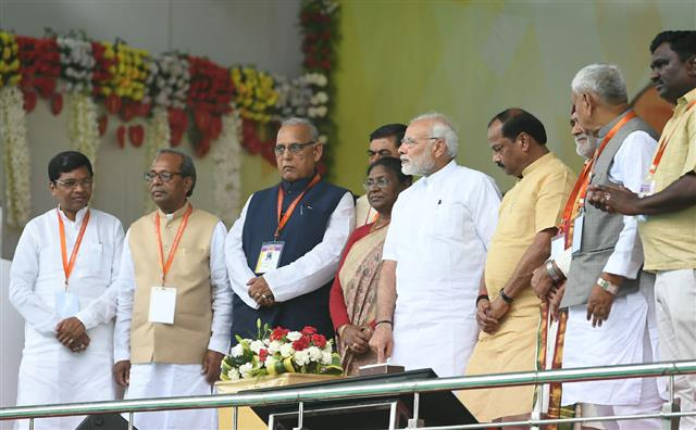 PM visits Sindri, lays Foundation Stone of various development projects in Jharkhand