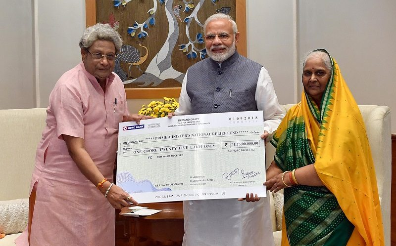 The Head of All World Gayatri Pariwar, Dr. Pranav Pandya presenting a demand draft of Rs.1.25 crore to the Prime Minister, Shri Narendra Modi, towards the Prime Minister's National Relief Fund, in New Delhi on September 06, 2018.