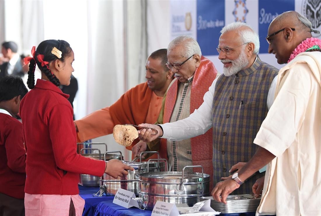 The Prime Minister, Shri Narendra Modi unveiling a plaque to mark the serving of 3 billion meals by the Akshaya Patra Foundation, in Vrindavan, Uttar Pradesh on February 11, 2019.