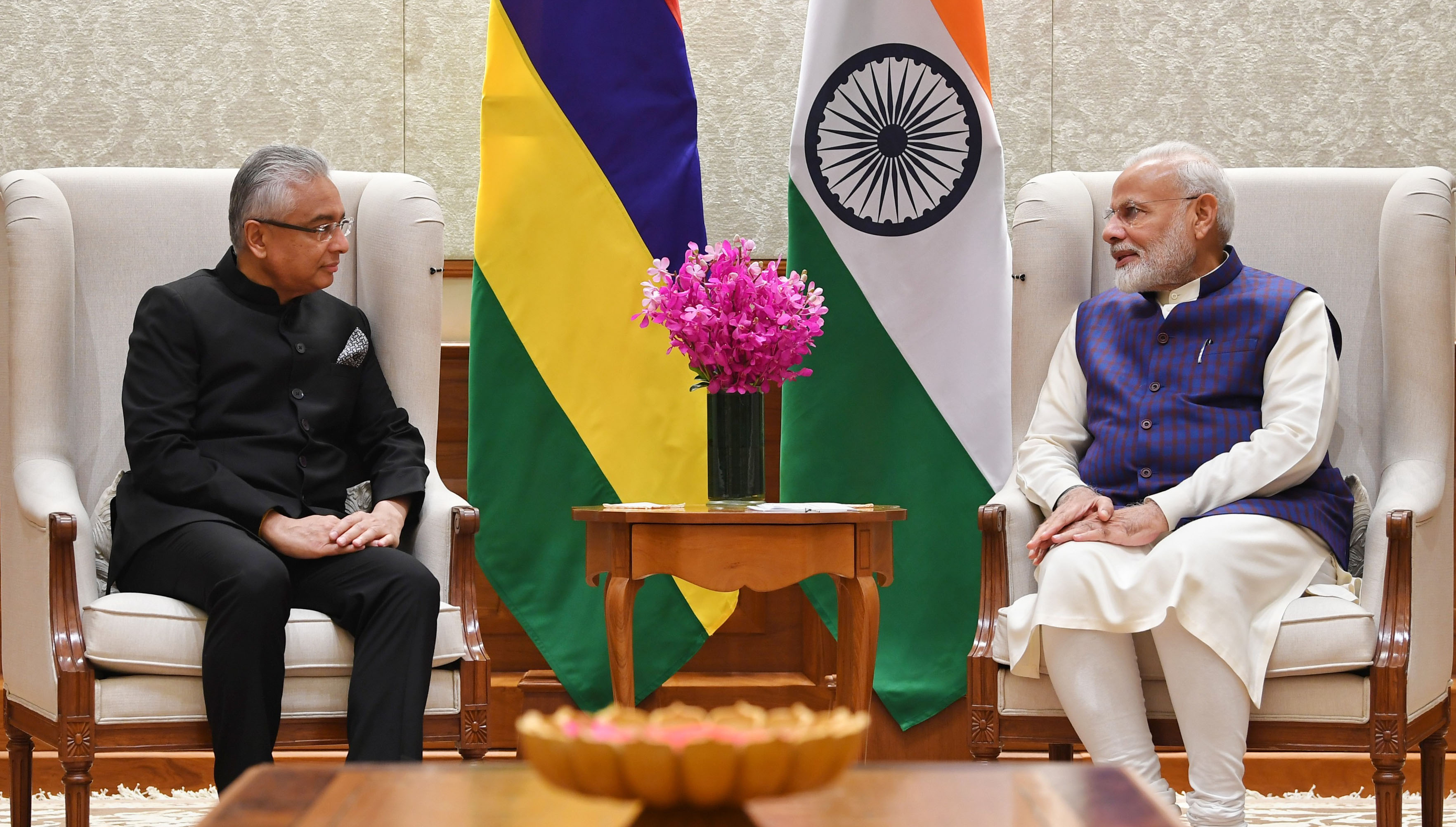 PM meets PM of Mauritius